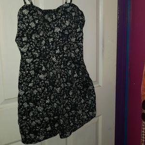 Dresses & Skirts - Forever 21 black and white flower dress